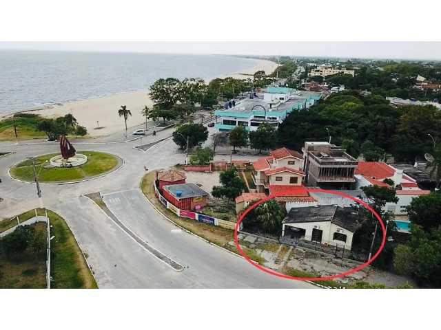 Leilão de uma casa na Praia do Laranjal em ótima localização