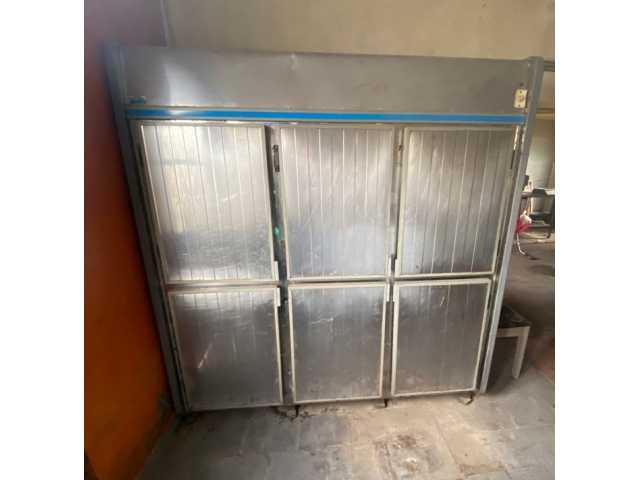 Leilão de um Refrigerador comercial inox, 6 portas, marca Klima
